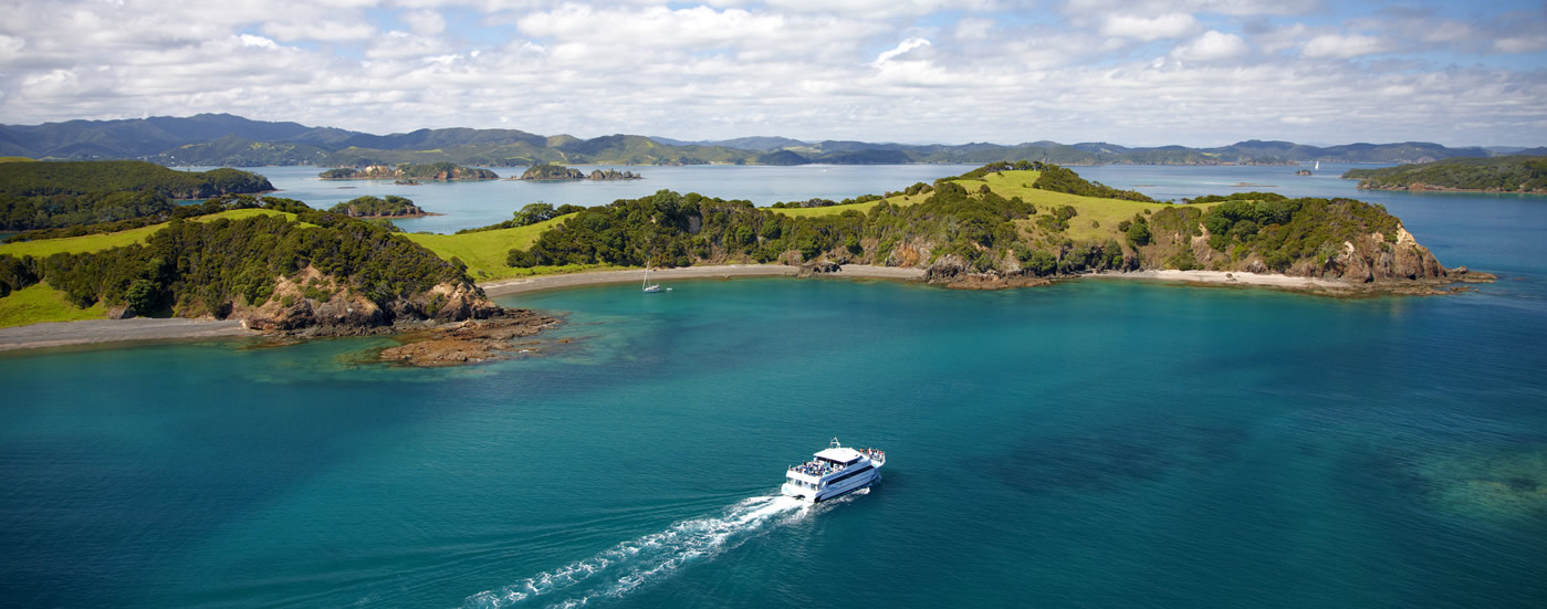 how to get from paihia to russell